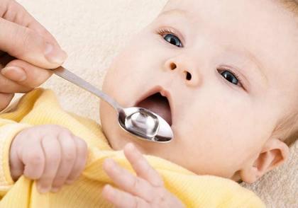 Как дать лекарство ребенку