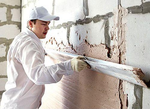 Как выровнять стены при помощи штукатурки?