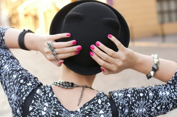 Как носить шляпу девушке?